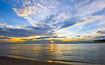 Cảnh bình minh trên biển