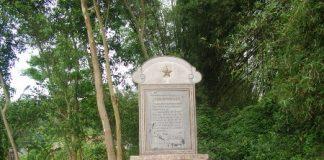 Bia Kỷ niệm ở hệ thống địa đạo Văn La.