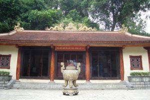Đền tưởng niệm liệt sĩ hang Tám Cô